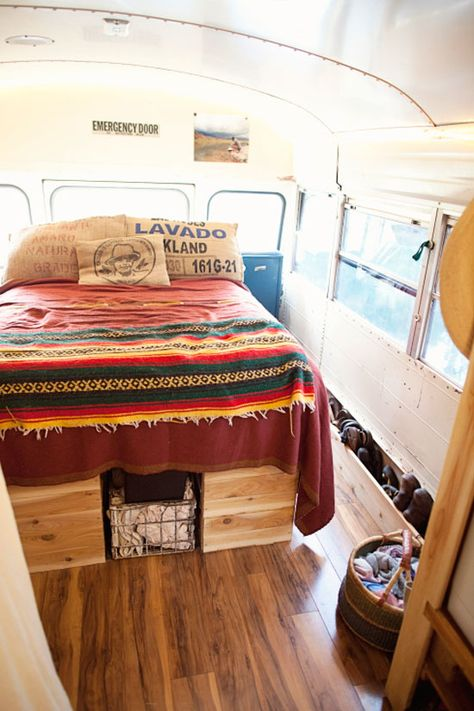 Living in a Bus - Downsizing your life - Living simple - Living healthy - Enjoying your family - read about how to do it and with lots of examples!