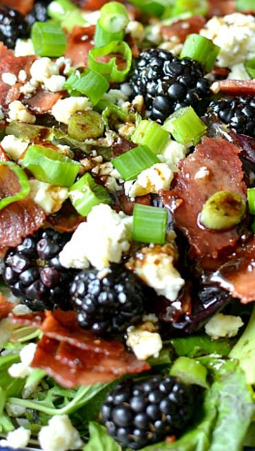 Blackberry, Bacon & Blue Cheese Salad Blackberry, bacon and blue cheese salad with honey balsamic dressing Healthy Salads, Healthy Eating, Healthy Recipes, Bacon Recipes, Honey Balsamic Dressing, Blue Cheese Salad, Blackberry Recipes, Blackberry Salad, Rabbit Food