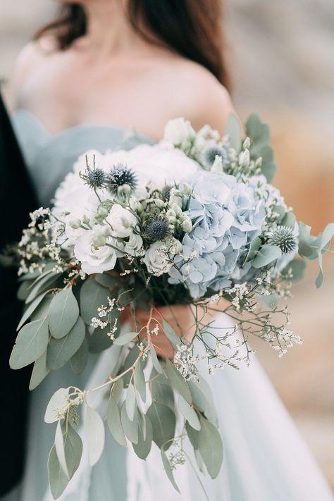 Popular wedding flowers for bridal bouquet and decoration: when to bloom ...- Beliebte Hochzeitsblumen für Brautstrauß und Deko: Wann blüht was?  Popular wedding flowers for bridal bouquet and decoration: when does what bloom? # light blue # bridal bouquet # eucalyptus # hydrangeas   -#bridesmaidmismatched #bridesmaidnails #bridesmaidpictures #bridesmaidposes #willyoubemybridesmaid