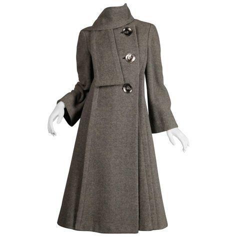 button up Vintage women/'s overcoat demi season coat medium size knee length straight design black wool fabric