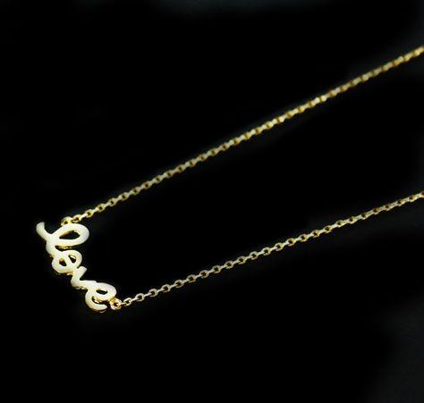 ec3255ced5d489 Joli collier tendance 2014 orné d un pendentif love. Un cadeau parfait et  original et à petit prix.