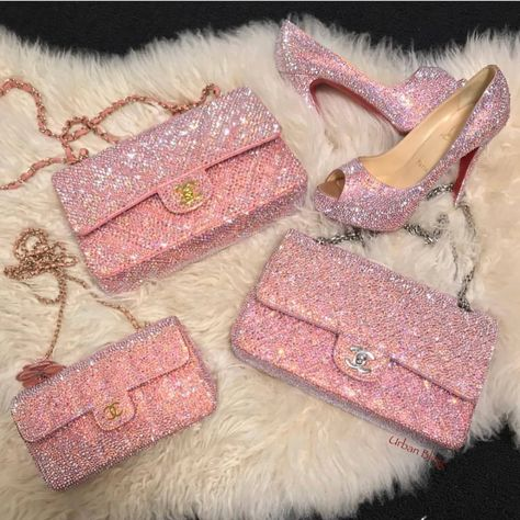 Uploaded by 💗𝘱𝘪𝘯𝘬 𝘱𝘳𝘪𝘯𝘤𝘦𝘴𝘴💗. Find images and videos about fashion, pink and girly on We Heart It - the app to get lost in what you love. Luxury Purses, Luxury Bags, Luxury Handbags, Purses And Handbags, Fashion Bags, Fashion Accessories, Fashion Handbags, Fashion Fashion, Runway Fashion