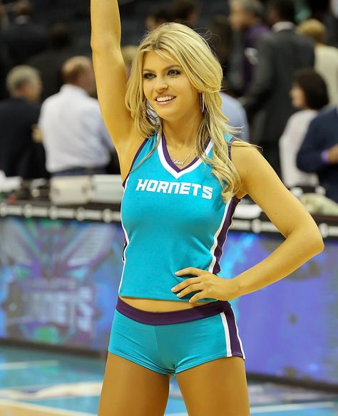 Cheerleader of the Week: Laken Hottest Nfl Cheerleaders, Football Cheerleaders, Cheerleading, Cheer Outfits, Sport Outfits, Volleyball Poses, Roller Derby Girls, Professional Cheerleaders, 365days