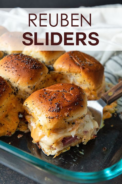 Reuben Sliders These baked Reuben Slider sandwiches using Hawaiian rolls are SO EASY to make! They'll be sure to be a hit at your St. Patrick's Day gathering! Gourmet Sandwiches, Mini Sandwiches, Tailgate Sandwiches, Funeral Sandwiches, Dinner Sandwiches, Tailgate Food, Breakfast Sandwiches, Tailgating, Reuben Sandwich