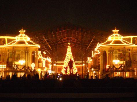 Tokyo Disneyland. Photo by isny.