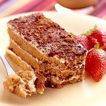 Weight Watchers - Tiramisu - 3pt  225 g Plattekaas, natuur (0% vet)     100 g Ricotta     100 g Poedersuiker     1 hoeveelheid (naar smaak) Extract (amandel, rum, vanille, ...), vanille, een drupje     6 koffielepel(s) Cacaopoeder, ongezoet     25 g Chocolade, puur, minimaal 70% cacao     200 ml Water     2 kopje(s) Koffie     12 stuk(s) Lepelkoekje/lange vinger