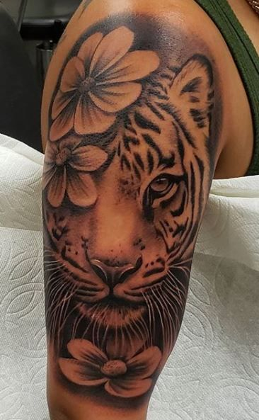Daddy Tattoos, Red Ink Tattoos, Girl Back Tattoos, Girly Tattoos, Badass Tattoos, Pretty Tattoos, Cute Tattoos, Body Art Tattoos, Cute Thigh Tattoos