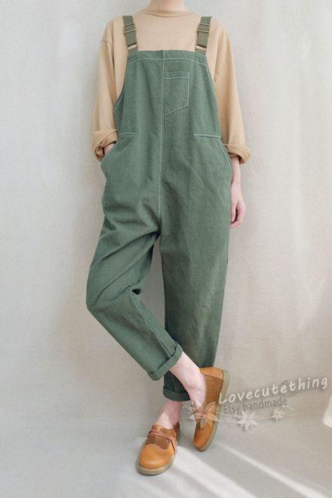 Indie Outfits, Fashion Outfits, Overalls Outfit, Dungarees, Fashion Moda, Look Fashion, Petite Fashion, Fashion Fall, Curvy Fashion