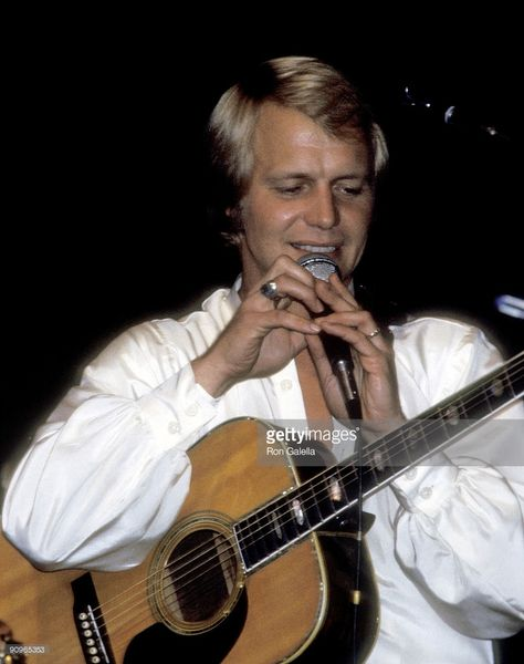 Actor David Soul performing in concert on September 25 1977 at Radio City Music Hall in New York City New York