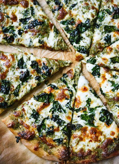 Diese vegetarische Pizza werden auch alle Fleischliebhaber einfach lieben - Grünkohl Pesto Pizza