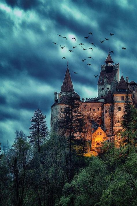 Creepy night at Dracula& mansion & Bran Castle, Transylvania, Romania. Photo by Would you like to spend a night in this place? & The post Creepy night at Dracula& mansion Bran appeared first on . Castle In The Sky, Dark Castle, Castle Rock, Beautiful Castles, Beautiful Places, Draculas Castle Romania, Places To Travel, Places To Visit, Travel Destinations
