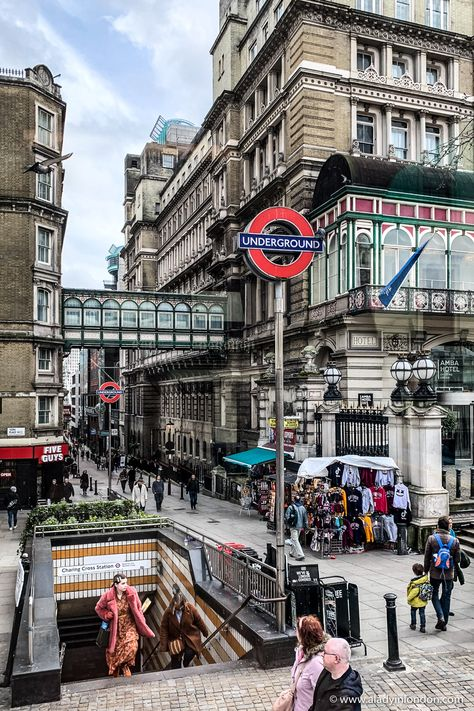 These signs for London Underground stations are iconic. Charing Cross, London has great historic architecture around it. London Underground Tube, London Underground Stations, Underground Map, City Of London, The Tube London, City Aesthetic, Travel Aesthetic, Lofoten, Medan