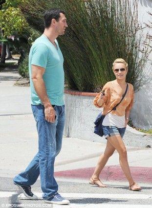 คู่รักชายสูงหญิงเตี้ย