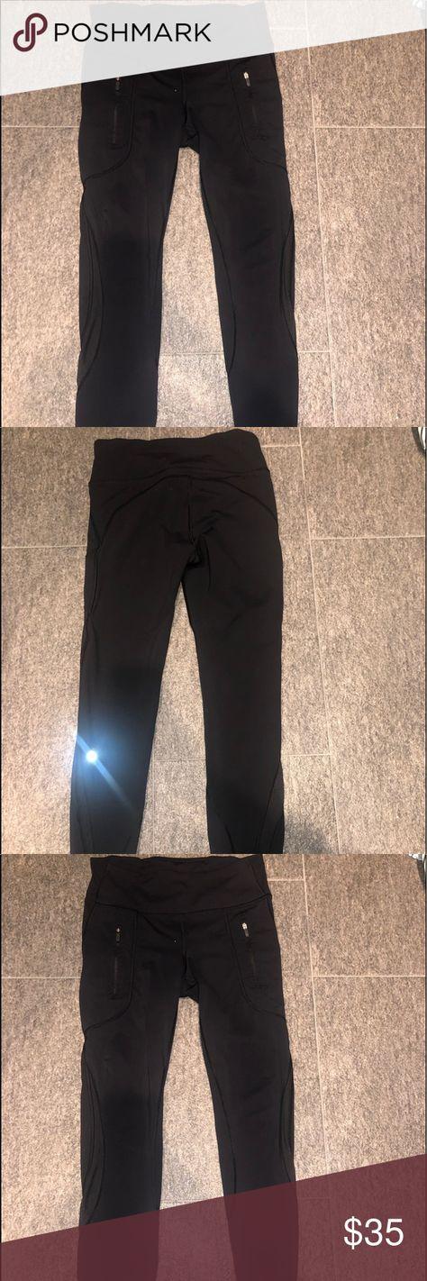 47af113f000458 Lulu Lemon Cropped Leggings! Black Lulu Lemon Cropped leggings! 2 Zipper  Pockets! Amazing