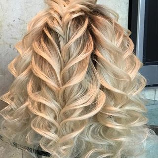 Hairstyle Done In Dubai At Georgiykot Hairstyling Class Hair Styles Hairstyle Long Hair Styles