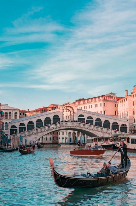 A Foodie's Guide To Venice, Italy - Travel Dreams 2020 Venice In A Day, Visit Venice, Beautiful Places To Travel, Romantic Travel, Romantic Getaway, Travel Goals, Travel Hacks, Budget Travel, Travel Tips