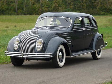 <3 Classic Cars [Chrysler Eight Airflow berline 1934]