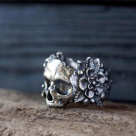 Metal: 316L Stainless SteelShape\pattern: SkeletonColor: Silver - Antique Rustic Finish Size: