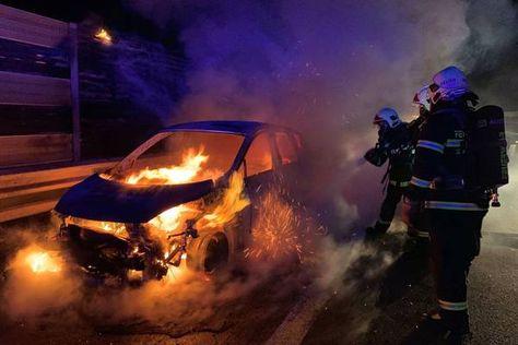 Hainburg An Der Donau Schwerer Verkehrsunfall Funf Feuerwehren