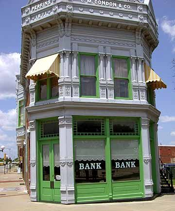 Here's the actual bank in Coffeyville, Kansas where the Dalton Gang tried to rob!