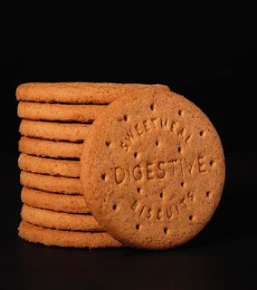 طريقة تحضير بسكويت دايجستف المقادير 1 كوب دقيق القمح الكامل كوب شوفان كوب سكر بني كوب زبدة بدرجة حرارة الغر Digestive Biscuits Digestion Health