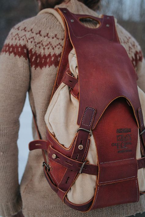 bacpack, leather and canvas on Behance en el muro de Notless amaçlı Çanta kılıfı Bag pouch # Leather Leather Art, Leather Design, Leather Tooling, Canvas Leather, Backpack Bags, Leather Backpack, Leather Wallet, Canvas Backpack, Leather Briefcase