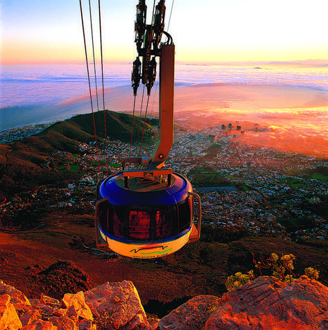 South Africa's Iconic Table Mountain in Cape Town Visit South Africa, Cape Town South Africa, South Africa Honeymoon, South Africa Safari, Cape Town Photography, Table Mountain Cape Town, Cape Town Hotels, All Nature, Travel Aesthetic