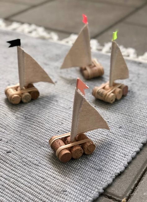 Save those wine corks for a rainy day craft project! Upcycle wine corks to make cute craft decorations with your kids. Foam Crafts, Decor Crafts, Diy Crafts, Craft Decorations, Shell Crafts, Wine Cork Art, Wine Cork Crafts, Crafts With Corks, Bottle Crafts
