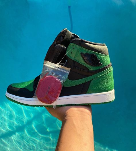 🍃Jordan 1 Pine Green 2.0🍃 Size: 10.5 Condition: DS Price: $235 Dm/Comment offers👇🏽 #jordan #reseller #deadstock #yeezy #shoes #sneakers #sneakerhead #shoesforsale #offwhite #sneaker #resellercommunity #explore
