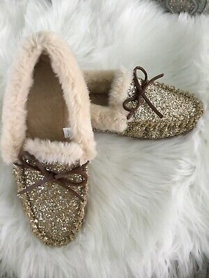 Ebay Advertisement J Crew H1016 Womans Super Cozy Gold Glitter Faux Fur Slippers Moccasins 10 In 2020 Faux Fur Slippers Slippers Fur Slippers