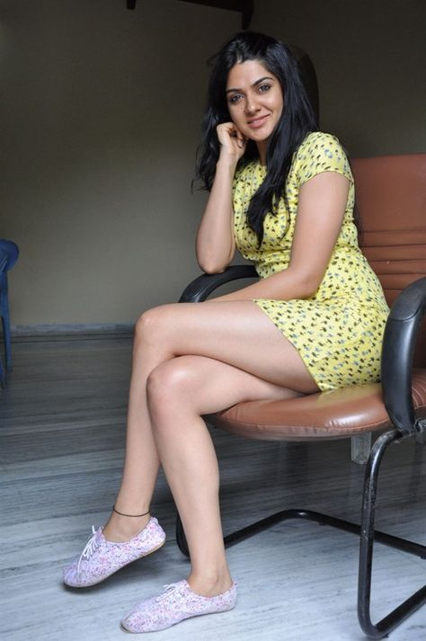local-indian-girls-hot-thighs-photos