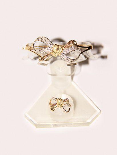 نصف طقم ذهب عيار 18 نصف طقم ذهب عيار 18 أسورة وخاتم شكل فيونكة Jewelry Jewelrymaking Love Women Goldjewellery Gold Earrings Jewelry Fashion