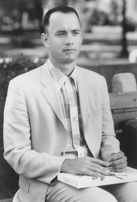 Tom Hanks Forrest Gump (1994) One of the greatest actors of all time. Eu amo esse filme, pode está passando filme de estréia no Telecine, eu prefiro ver ele.