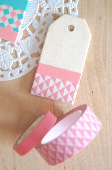 handmade tags About the nice things: DIY gift tags Tape Crafts, Diy And Crafts, Handmade Gift Tags, Diy Gift Tags, Washi Tape Cards, Christmas Gift Tags, Handmade Christmas Gifts, Paper Tags, Card Tags