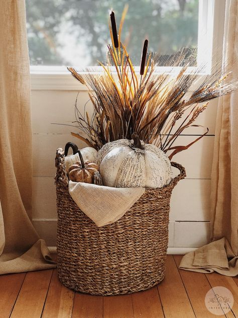 Fall home decor Fall farmhouse home decor. How to style a fall basket. Always wanted to learn how to knit, however undecided where to be. Diy Home Decor Rustic, Fall Home Decor, Autumn Home, Autumn Decor Living Room, Country Fall Decor, Fall Mantle Decor, Modern Fall Decor, Country Farmhouse Decor, Autumn Fall