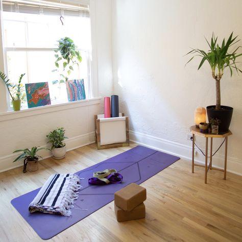 5 Steps To Creating A Home Yoga Space — Jessica Richburg Yoga Bedroom, Home Yoga Room, Yoga Room Decor, Yoga Studio Home, Gym Room, Yoga At Home, Meditation Corner, Meditation Space, Yoga Room Design