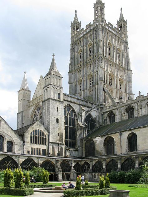 9. Gloucester Cathedral - England is home to a remarkable number of ancient cathedrals. These impressive buildings are visited every year by thousands of people. Why not you?