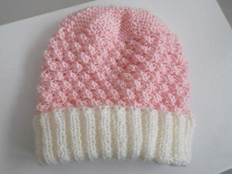 18066a8d5f92 Bonnet bébé et chaussons, ensemble tricoté main en laine écrue et rose,  pour bébé fille, création unique 1 mois, tricot bébé calinou