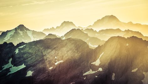 Here's a view of the Southern Alps while we were in a helicopter ride with Choppy from Over the Top towards Milford Sound. It was an epic day and the lighting gets better and better the later you fly. #TreyRatcliff #NewZealand #NZ #Alps #SouthernAlps #MilfordSound #Queenstown #Landscape