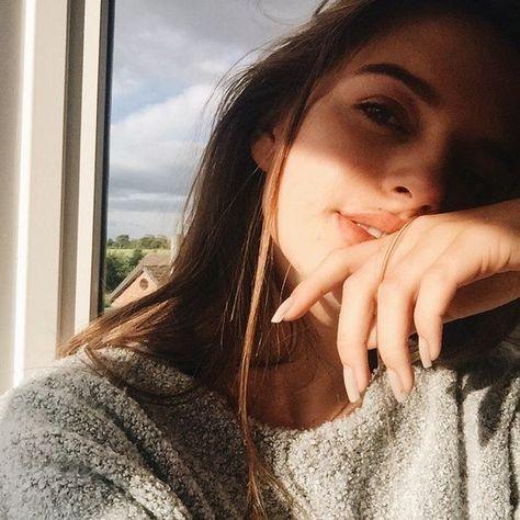 15 Poses femeninas dignas de tu foto de perfil