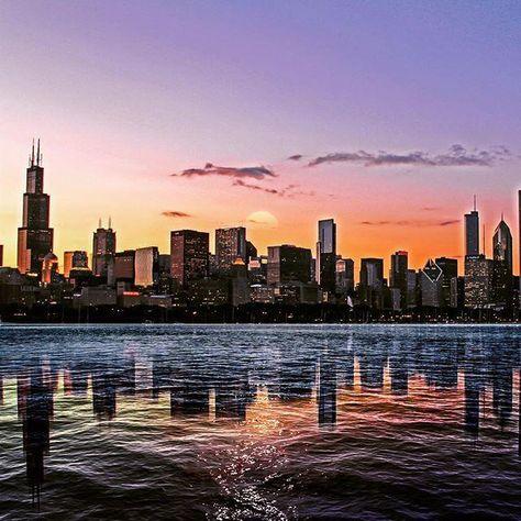 #iger #igaddict #dusk #sunset #nightshot #igdaily #iger #architecture #chitown #insta_chicago #city_explore#streetd…