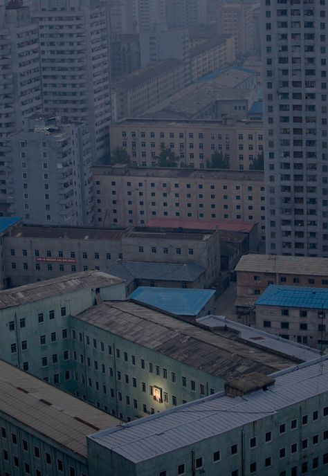 Pyongyang, North Korea (with picture of Kim Il Sung) :  Pjöngjang: