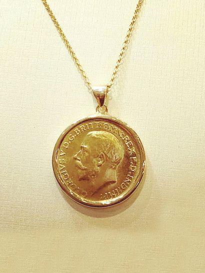 كوليه ذهب عيار 21 نصف جنيه عيار21 النصف جنية 4 جرام السلسه 3 جرام عيار18 الإطار 2 جرام عيار18 السعر الموضح هو سعر الك Pendant Pendant Necklace Gold Necklace