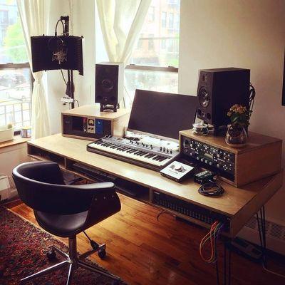 Home Recording Studio Setup, Home Studio Setup, Studio Table, Studio Ideas, Recording Studio Furniture, Home Recording Studios, Music Furniture, Home Studio Musik, Audio Studio