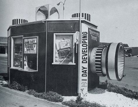 California Crazy: Roadside Vervancular Architecture was compiled by Jim Heimann and Rip Georges in Unfortunately much of what you see here no longer. Drive In, Old Cameras, Vintage Cameras, Old Photos, Vintage Photos, Vintage Signs, Vintage Postcards, Vintage Shutters, Camera Shop