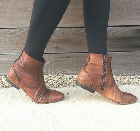 Great flat option for work. I need ankle booties!