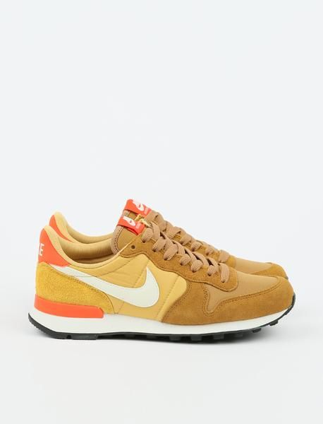 Nike Internationalist Muted BronzeSummit White Wheat Gold
