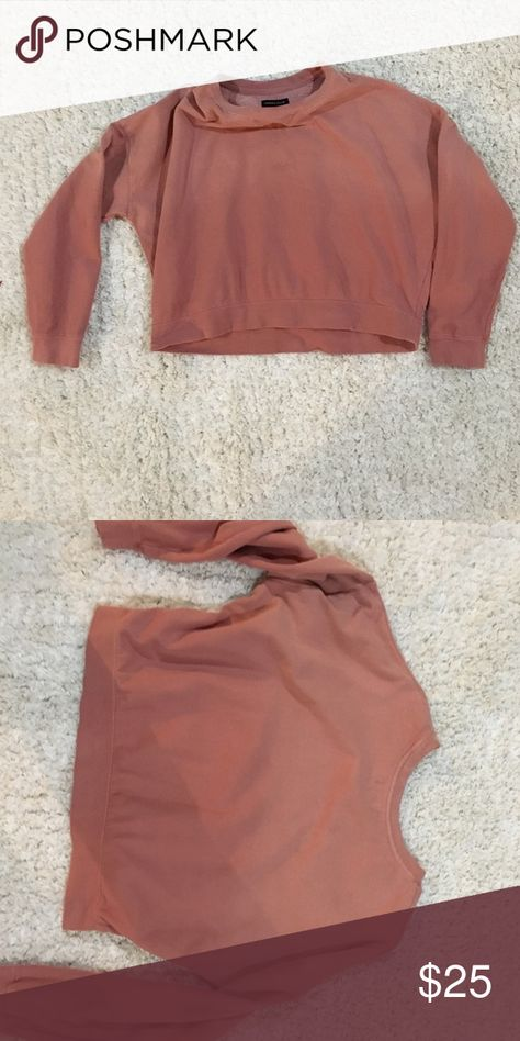 Kendall and Kylie pink sweatshirt It's a little crop, but