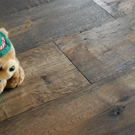 Distressed Vinyl Plank Flooring | Distressed oak floors - perhaps I can find this in the vinyl plank ...