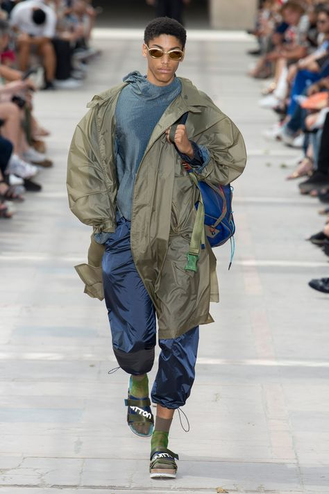 Kim Jones unveiled his Spring/Summer 2018 collection for Louis Vuitton during Paris Fashion Week.